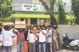 തെലങ്കാനയില് പ്രതിഷേധക്കാര് മോജോ ടി വി ചാനല് ഓഫീസ് ഉപരോധിക്കുന്നു