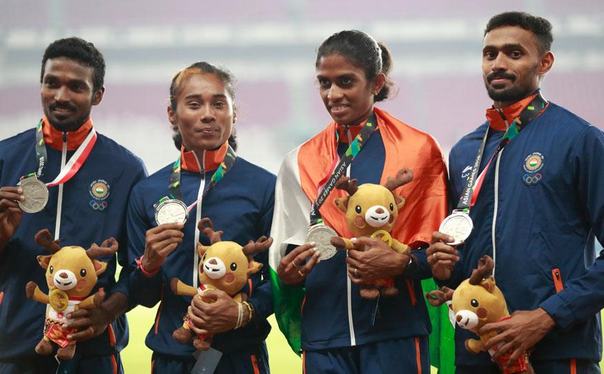 4*400 മീറ്റർ മെഡ്ലി റിലേയിൽ വെളളി നേടിയ ഇന്ത്യൻ ടീം(ചിത്രം-എപി)