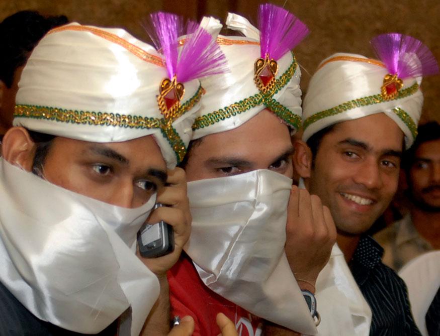 ഹൈദരാബാദിൽ നടന്ന ചടങ്ങിൽ യുവരാജ് സിംഗിനും ദിനേശ് കാർത്തിക്കിനുമൊപ്പം