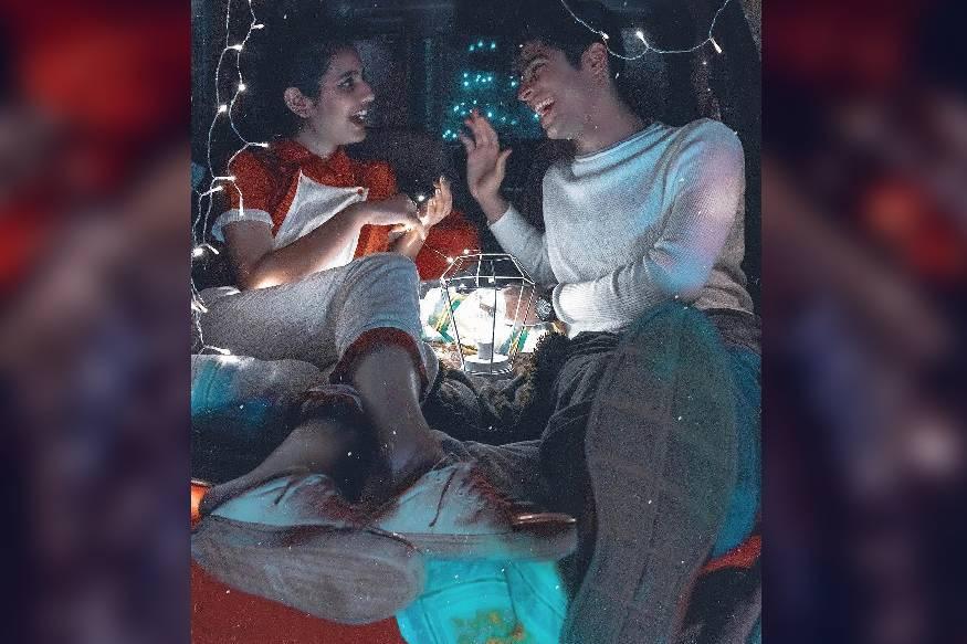 ഒരു അഡാർ ലവ് എന്ന ചിത്രത്തിലെ നായിക പ്രിയ പ്രകാശ് വാര്യരും സഹ താരം മുഹമ്മദ് റോഷനും