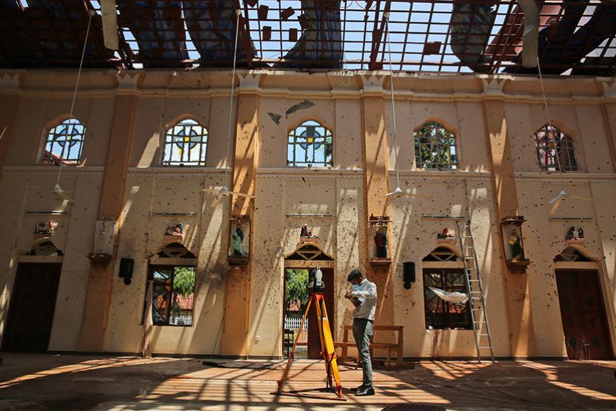 ആദ്യത്തേത്ത് 2008ലെ മുംബൈ ഭീകരാക്രമണം ആയിരുന്നു. അന്ന് മെഡിസിൻ പഠനത്തിനായി മുംബൈയിൽ വന്നതായിരുന്നു ഞാൻ. അഞ്ചോ ആറോ ദിവസം നീണ്ടു നിന്ന അപകടം ആയിരുന്നു അത്- അഭിനവ് വ്യക്തമാക്കുന്നു.