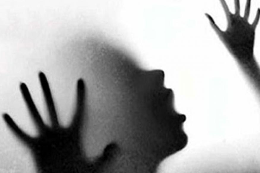 പ്രണയം നടിച്ച് വിവിധ സ്ഥലങ്ങളിൽ യാത്ര ചെയ്തശേഷം സ്വകാര്യദൃശ്യങ്ങൾ യുവാവ് സോഷ്യൽമീഡിയയിലൂടെ പ്രചരിപ്പിക്കുകയായിരുന്നു. ഗോവ, മാലിദ്വീപ് എന്നിവിടങ്ങളിൽ കറങ്ങിയശേഷമാണ് യുവതിയെ ബ്ലാക്ക് മെയിൽ ചെയ്തു പണം തട്ടാൻ ശ്രമിച്ചത്. പണം നൽകുന്നില്ലെന്ന് കണ്ടതോടെയാണ് സ്വകാര്യദൃശ്യങ്ങൾ പ്രചരിപ്പിച്ചത്.