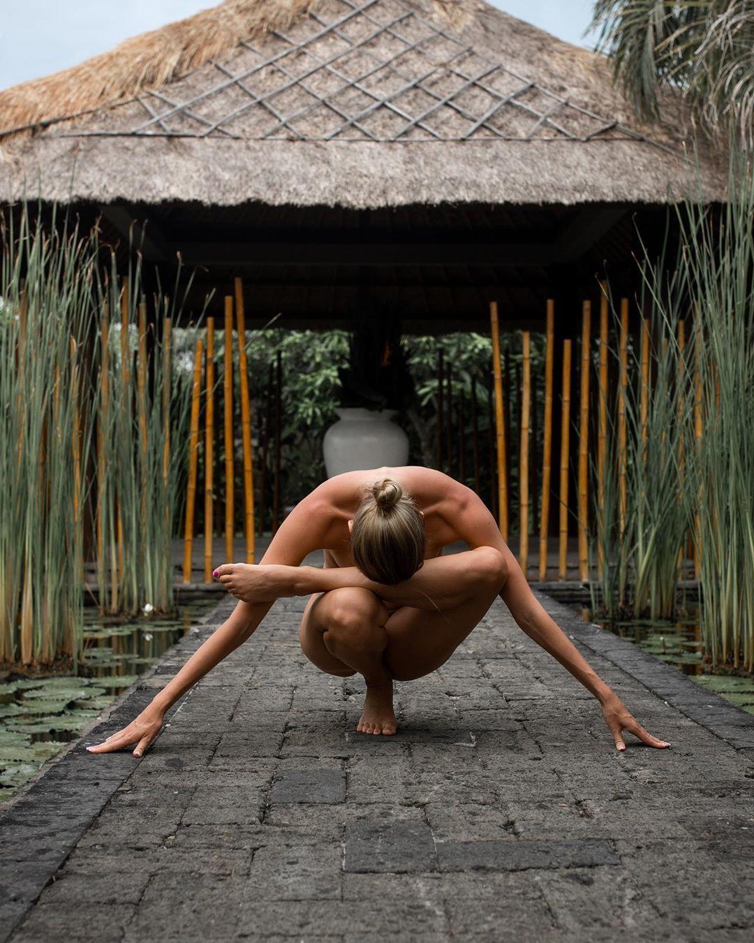 Nude Yoga Girl (Photo: nude_yogagirl / Instagram)