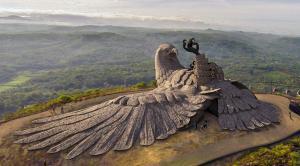 ലോകത്തിലെ ഏറ്റവും വലിയ പക്ഷിശിൽപം ചിത്രങ്ങളിലൂടെ