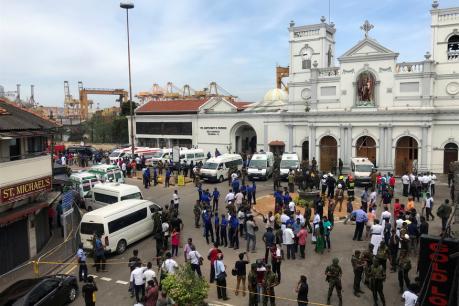 Sri Lanka Blasts: കൊളംബോ ഭീകരാക്രമണത്തിൽ മരണസംഖ്യ 215 ആയി; കൊല്ലപ്പെട്ടവരിൽ മൂന്ന് ഇന്ത്യക്കാർ ഉൾപ്പടെ 35 വിദേശികളും